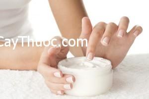 Thoa-kem-duong-da-tay-chong-nang-ngan-ngua-lao-hoa-300x200